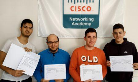 Quatre alumnes aconsegueixen una certificació CISCO